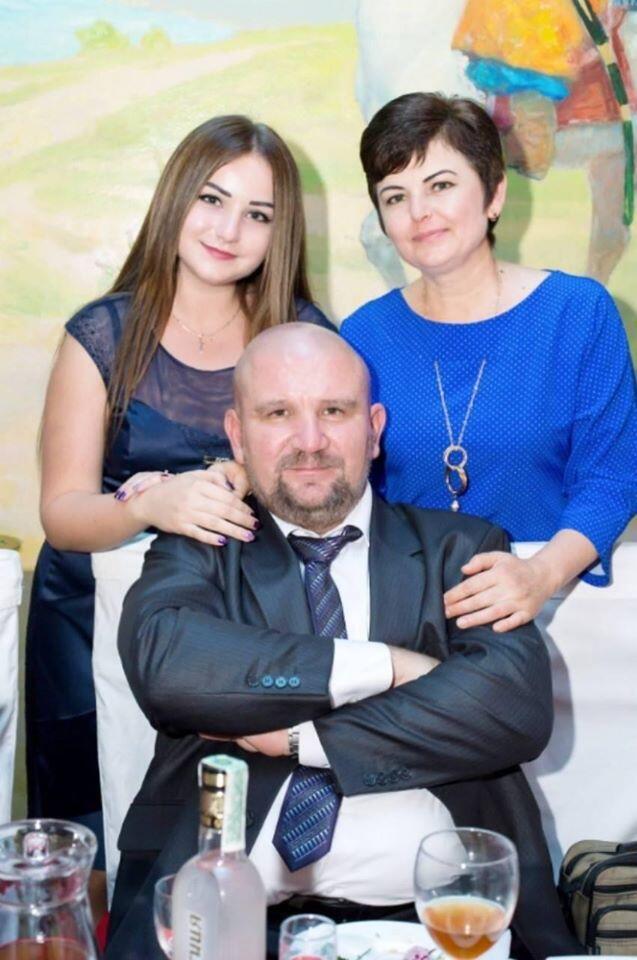 Олег Гайда з дружиною і донькою.