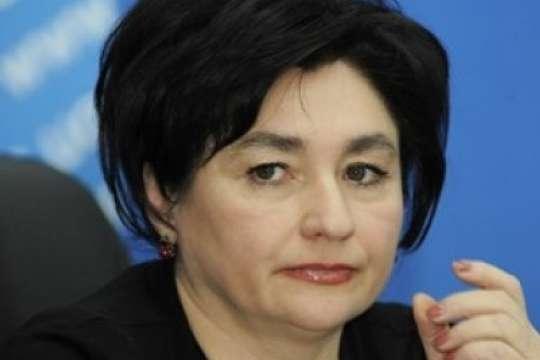 Письменниця Марія Матіос радить українцям озброюватися знаннями - Відома письменниця радить українцям припинити «смішити коміка»