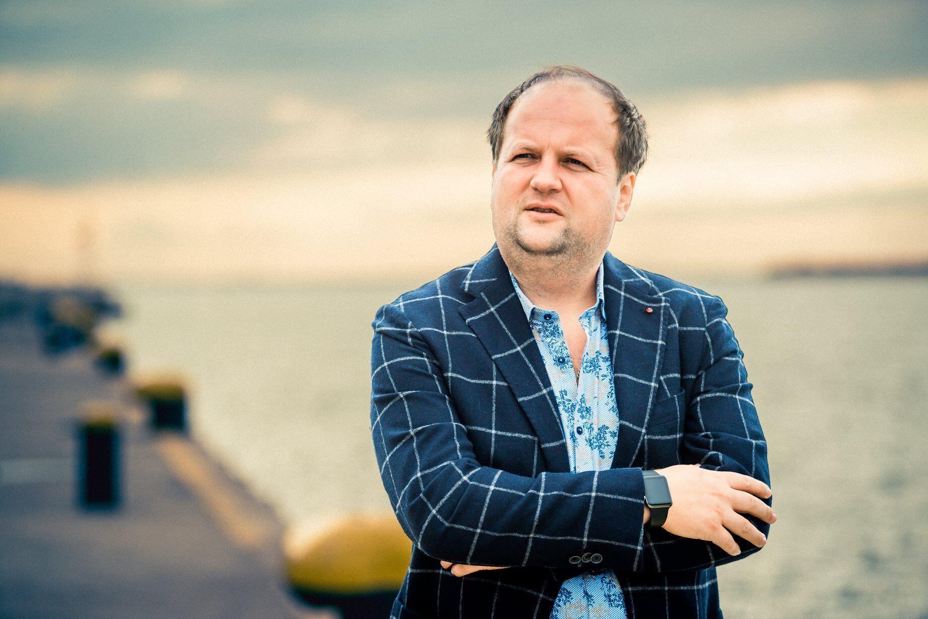"""Лідер гурту """"ТІК"""" Віктор Бронюк зібрався в політику. molagroup.com.ua"""