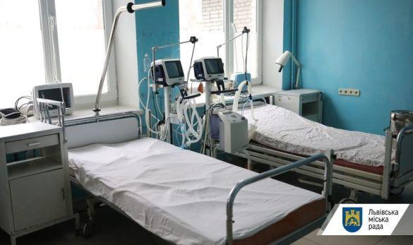 Лікарня у Львові