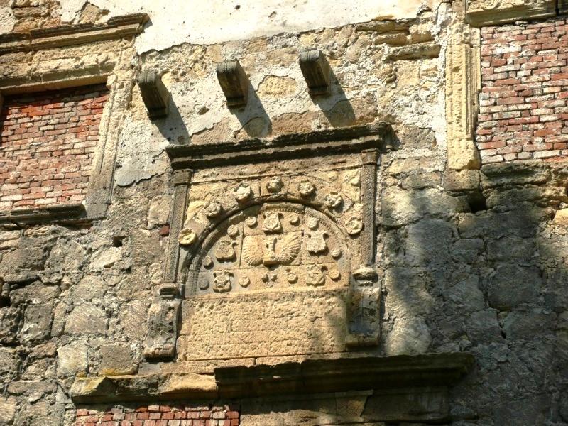 Фрагмент стіни замку фото: Strict