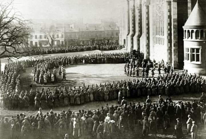 Біля храму у 1914 році, Фото: фейсбук церкви