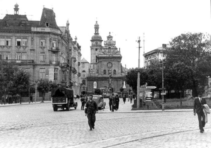 Площа Бернардинська, 1942 рік, Фото: photo-lviv.in.ua