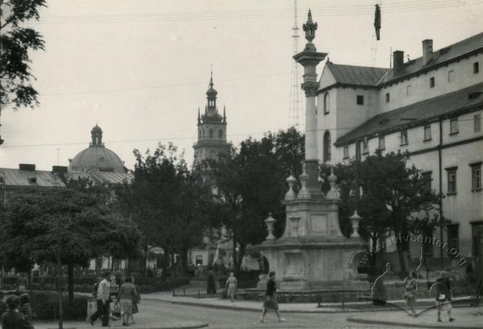 Колона св. Яна з Дуклі у сквері перед Бернардинським костелом, Фото: uma.lvivcenter.org