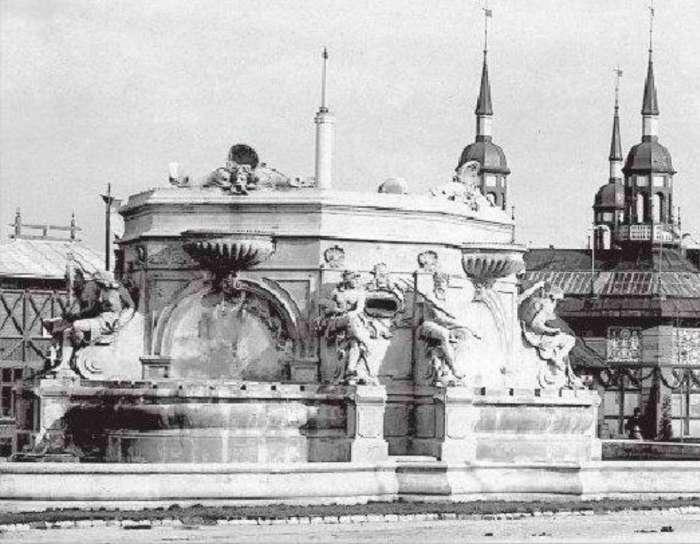 Світло-музичний фонтан на центральній площі виставки. Фото 1894 року