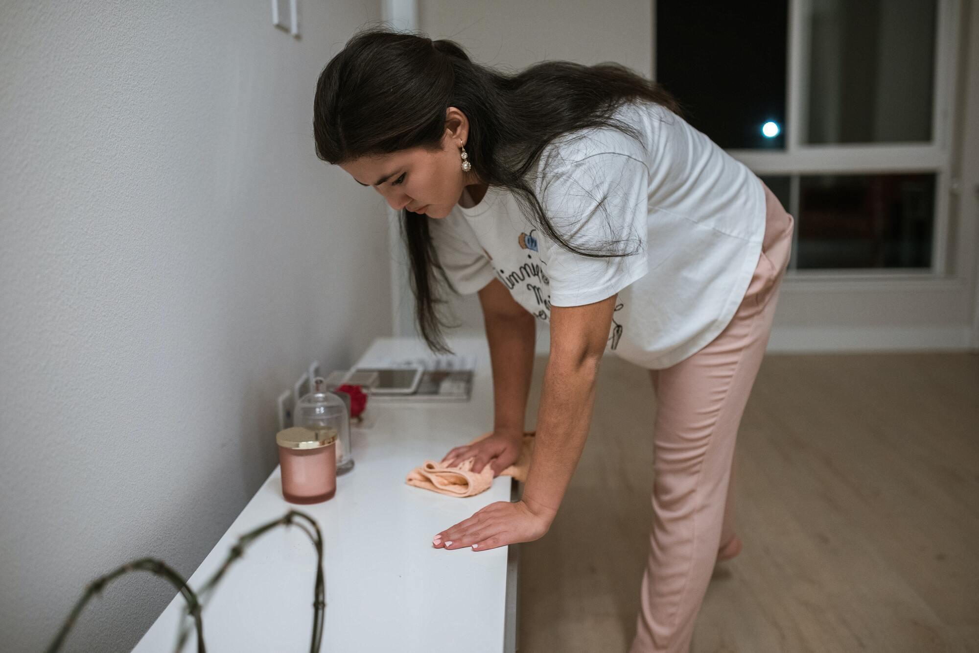 Влітку проводити вологе прибирання потрібно кілька разів на день