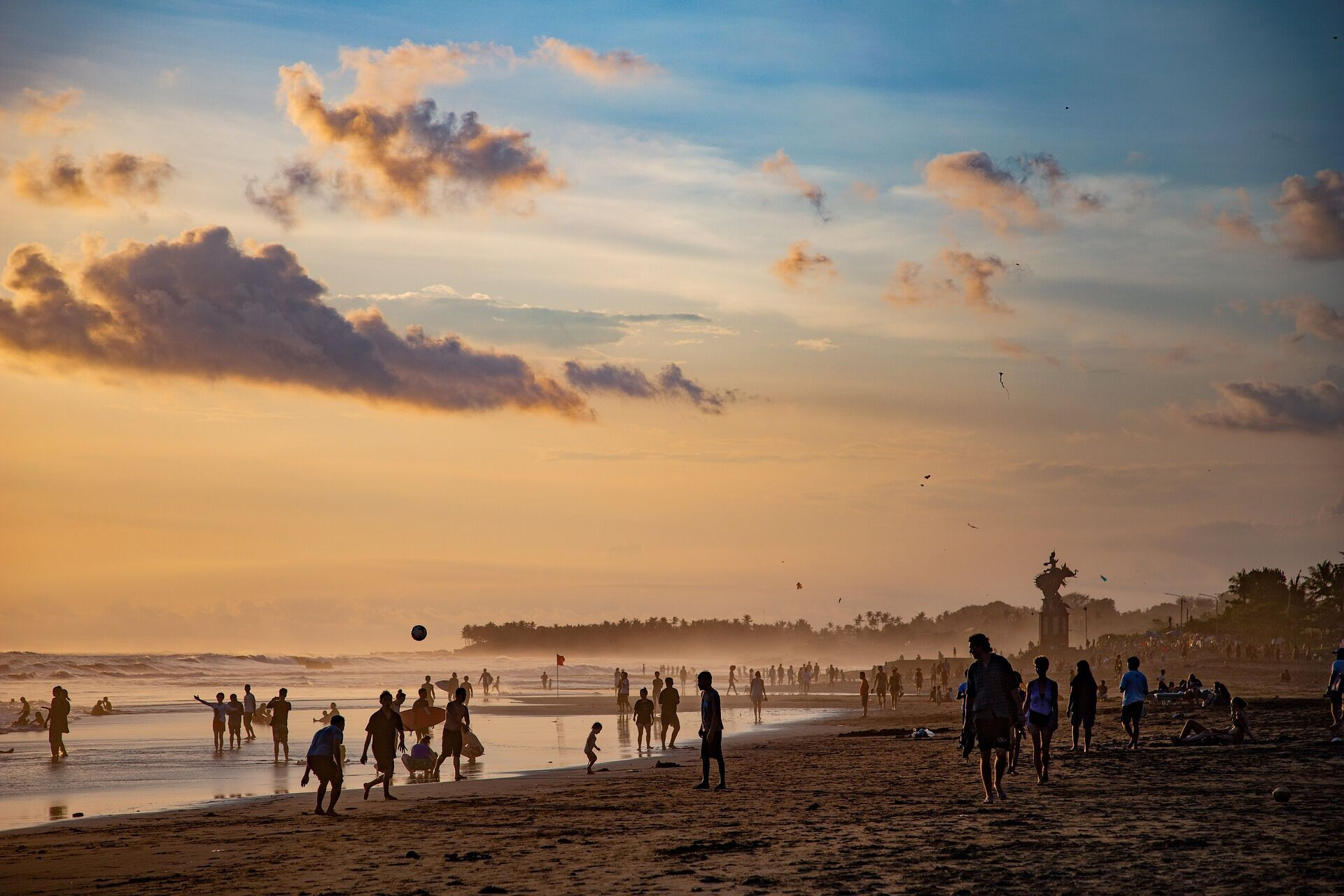 Пляжний відпочинок в Індонезії.