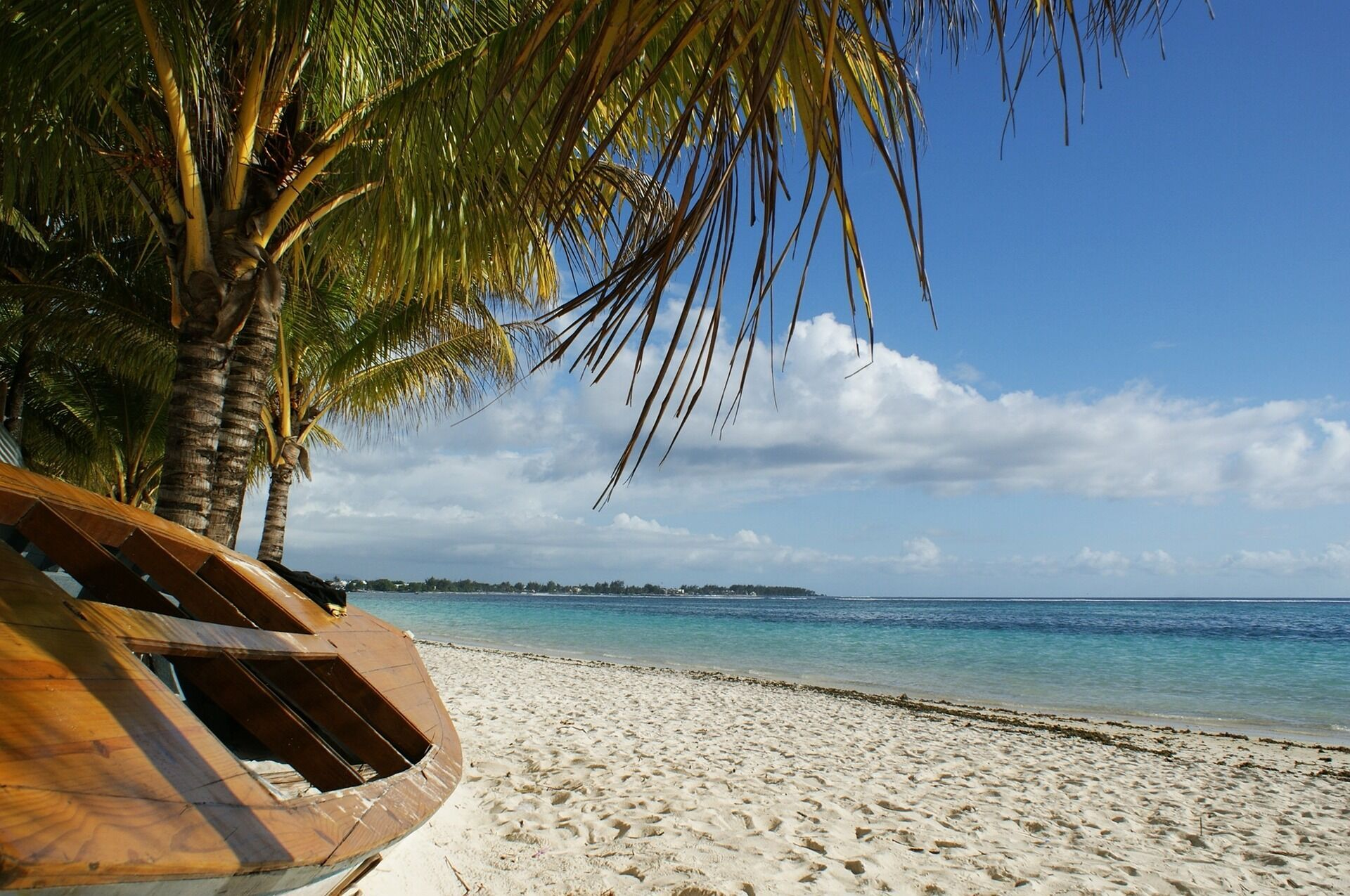 Пляжний відпочинок на Балі.